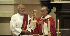 """""""Lundi soir, le Père Benoît Delabre a célébré une messe pour rendre hommage au Père Jacques Hamel, victime du terrorisme. Ils étaient nombreux à venir se recueillir. A 18h30 lundi, une messe a été célébrée à l'église Saint Genest à Jonquières. Un moment..."""