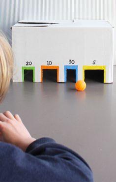 Knikkerstation van kartonnen doos. Om lekker lang mee te spelen! #knutselen #kinderen #spel #papier