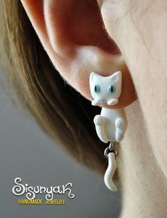 White Cat Clinging Earrings  blue eyes by Sisunyak on Etsy, €10.50