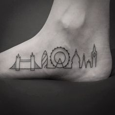 What does chicago skyline tattoo mean? We have chicago skyline tattoo ideas, designs, symbolism and we explain the meaning behind the tattoo. Chicago Skyline Tattoo, Chicago Tattoo, London Tattoo, Mini Tattoos, Body Art Tattoos, Sleeve Tattoos, Tatoos, England Tattoo, Marathon Tattoo