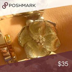 Floral silver bracelet Silver metal flower bracelet with an elastic cuff fitting Jewelry Bracelets