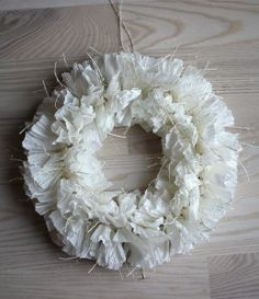 kranssi3 Door Wreaths, Burlap Wreath, Projects To Try, Door Hangers, Decor, Papercraft, Jewelry Making, Handarbeit, Crafting