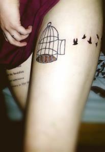 Fotos de Tatuagem na Coxa Feminina
