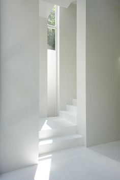 White entrance, BMA project in Japan by Sasaki Architecture Stairs. Architecture Du Japon, Minimalist Architecture, Architecture Details, Interior Architecture, Installation Architecture, Stairs Architecture, Chinese Architecture, Futuristic Architecture, Modern Interior