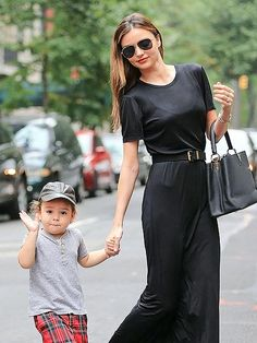 Miranda Kerr Street Style Snapshot - Invest In A Black Maxi When in doubt, always pull on a black maxi . Miranda dresses it down with fl. Miranda Kerr Son, Estilo Miranda Kerr, Miranda Kerr Street Style, Celebrity Moms, Celebrity Style, Scottish Fashion, Estilo Hippie, Mommy Style, Black Maxi