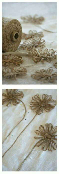 Daisies made with hemp twine and I see crochet stitches holding them together. Seek out a pattern . Twine Flowers, Diy Flowers, Crochet Flowers, Fabric Flowers, Paper Flowers, Hemp Crafts, Twine Crafts, Diy And Crafts, Burlap Projects