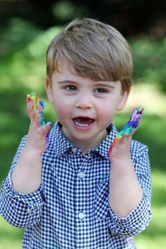 Kate Middleton & Prince William Share Photos Of Prince Louis On His Second Birthday Prince Charles, William Y Kate, Prince William Family, Prince George Alexander Louis, Kate Middleton Prince William, Prince William And Catherine, Anmer Hall, Lady Diana, Princess Diana Family