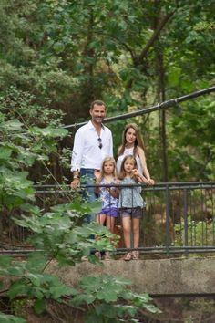 Felipe e Letizia visitam La Granja com as filhas 05.08