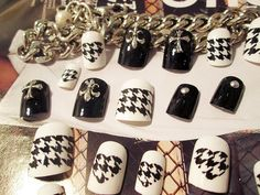 Wholesale 24 Boxed Fake Nails With Thousand-bird-pattern Black-and-white Nail Patch from Our website with high quality and fast shipping worldwide. Wholesale Nail Supplies, Nail Art Supplies, Nail Supply, Light Crafts, Bird Patterns, Animal Jewelry, White Nails, Fashion Accessories, Black And White