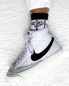Vintage ⠀⠀⠀⠀⠀⠀⠀⠀⠀⠀⠀⠀⠀⠀⠀⠀⠀⠀ The Nike Blazer Mid Vintage White Black is available . Nike Blazers Outfit, Nike Shoes Outfits, Blazer Outfits, Nike High Tops, Nike Vintage, Aesthetic Shoes, Mode Streetwear, Red Bottoms, Sneaker Boots