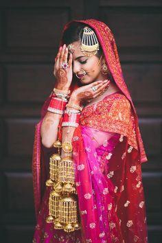Indian bride wearing bridal lehenga and jewelry. Desi Bride, Sikh Bride, India Wedding, Desi Wedding, Bollywood Wedding, Wedding Pics, Punjabi Bride, Pakistani Bridal, Punjabi Wedding