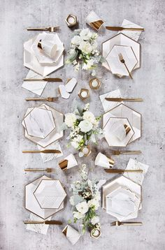 Blanc - White Marble Cocktail Paper Napkins design by Harlow.-Blanc – White Marble Cocktail Paper Napkins design by Harlow & Grey, Blanc – White Marble Cocktail Paper Napkins design by Harlow & Grey, - Party Plates, Party Tableware, Gold Foil Paper, White Paper, Diy Décoration, Gold Stripes, White Marble, White Gold, Gold Marble