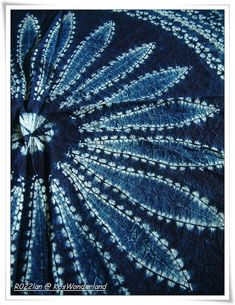 Chinese batik tie dye - strange description of shibori - looks Japanese to me, but definitely not batik Bleu Indigo, Indigo Dye, Fabric Painting, Fabric Art, Fabric Design, Motifs Textiles, Shibori Tie Dye, Japanese Textiles, Fabric Manipulation