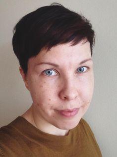Anu Valkeajärvi: katson tässä tehtävässä digiaikaa kuntalaisen näkökulmasta. Olen helsinkiläinen kaupunginosa-aktiivi rakenteilla olevalla Kalasataman alueella. Työssäni kehitän verkkoviestinnän palveluita Aalto-yliopistossa.