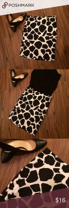 LOFT skirt Beautiful giraffe like print, black and white, has been dry cleaned. Size zero LOFT Skirts Midi
