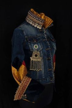 50 Diverse Ideas of Denim Jackets Decor: articles and DIYs – Livemaster Fashion Moda, Denim Fashion, Look Fashion, Love Jeans, Jeans Denim, Denim Ideas, Denim Crafts, Denim And Lace, Recycled Denim