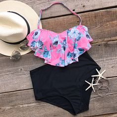 Catch 'em if you can.Product Code: Details: Floral printing Halter design Falbala Tie at back High-waisted fit With padding bra Fabric: Chinlon,Elastane Cute Swimsuits, Cute Bikinis, Floral Bikini, Bikini Set, Cool Outfits, Summer Outfits, Fashion Outfits, Girls Bathing Suits, Summer Swimwear