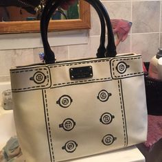 Kate spade purse It's pre owned in great condition!! kate spade Bags Shoulder Bags
