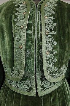 A fine moss green velvet visiting ensemble, circa 1900, the double-layered bodice with Zouave style faux bolero, adorned with silk cord embroidery, soutache braid and small enamelled art-nouveau buttons, pleated top stitched panels to the bodice and skirt. Detail