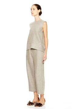 Ankle length peg pant with flat front and zip hook and bar closure. With welt pockets on back. True to size. 66% linen34% wool Style 116507LI