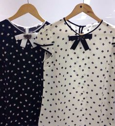 Blouse Styles, Blouse Designs, Stylish Suit, Pretty Outfits, Cute Outfits, Blouse And Skirt, Modest Fashion, Cool Shirts, Casual Looks