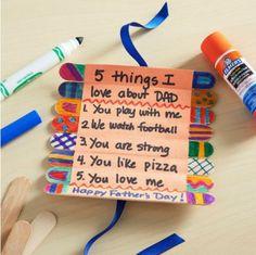 bastoncini-legno-messaggio-festa-papà-decorazione-colori-pennarelli-idea-regalo-nastro-blu-fai-da-te-bambini