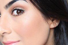 Passar iluminador e sentir que você está resplandecente. | 21 prazeres na vida de quem é apaixonado por maquiagem