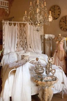 @ Janet Rossetti-  Thought you might like this- love all the pillows and the cute headboard made from linens....ms