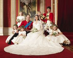 Foto oficial do casamento real de Príncipe William e Kate Middleton com daminhas e pajens. Muita realeza! :)