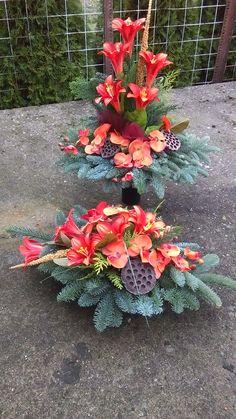 Flower Arrangement Designs, Church Flower Arrangements, Christmas Floral Arrangements, Funeral Arrangements, Diy Flowers, Flower Decorations, White Flowers, Modern Floral Design, Christmas Craft Fair