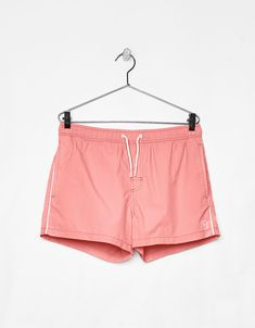 Short swimming trunks - Bershka #fashion #product #swimming #trunks #pink #boy #trend #trendy #outfit #summer