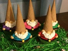 Gnome Cupcakes-Black Dog Bakery by Brianna - Maegan Z - - Kuchen verzieren - Gateau Cute Cupcakes, Cupcake Cookies, Owl Cupcakes, Garden Cupcakes, Black Cupcakes, Cupcake Bakery, Lemon Cupcakes, Birthday Cupcakes, Dog Bakery