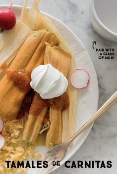 When you want pulled pork, try this easy carnitas tamales recipe. Simply simmer pork in milk until tender and you have a juicy filling to create tasty tamales. Tamales, Mexican Dishes, Mexican Food Recipes, Dinner Recipes, Carnitas Pulled Pork Recipe, Pork Recipes, Cooking Recipes, Recipies, Comida Latina
