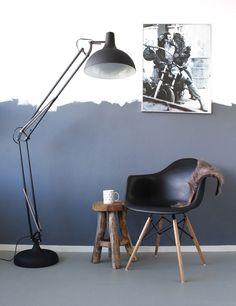 Industriele zwarte XXL Office vloerlamp https://www.directlampen.nl/industriele-vloerlamp-bronq-zwart-180-cm