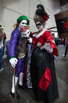 Cool Victorian Joker and Harley Quinn cosplay!