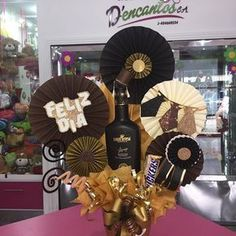 Leftcoastmini: As close to the edge as I can get. Diy Crafts To Do, Chocolate Bouquet, Candy Bouquet, Ideas Para Fiestas, Happy B Day, Candy Gifts, Cookie Designs, Man Birthday, Graduation Gifts