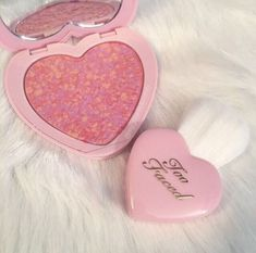 Find images and videos about pink, beauty and makeup on We Heart It - the app to get lost in what you love. Kawaii Makeup, Cute Makeup, Pretty Makeup, Makeup Looks, Maquillaje Too Faced, Skin Makeup, Beauty Makeup, Peach Aesthetic, Aesthetic Makeup