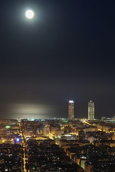 No a Monday but a Moon night. | Barcelona, Catalunya