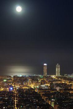 No a Monday but a Moon night.   Barcelona, Catalunya
