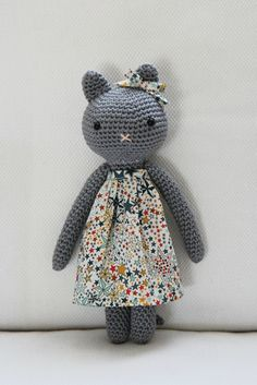 - Ideal toys for small cats Chat Crochet, Crochet Diy, Crochet Amigurumi, Crochet Bear, Amigurumi Patterns, Crochet For Kids, Crochet Animals, Crochet Crafts, Crochet Dolls