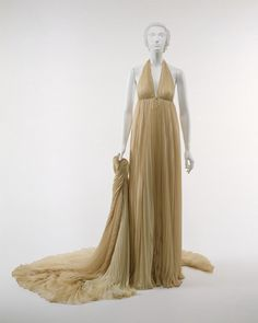 Ensemble Designer: Halston (American, Des Moines, Iowa San Francisco, California) Date: 1974 Culture: American Medium: Synthetic Dimensions: Length at CB (a): 60 in. cm) Length at CB (b): 60 in. cm) Credit Line: Gift of Hillie (Mrs. 70s Fashion, Fashion History, Timeless Fashion, Vintage Fashion, American Fashion, High Fashion, Vintage Style, Vintage Dresses, Vintage Outfits