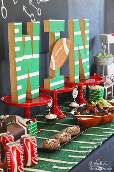 Football Tailgating Party Ideas & Decorations for Adults (Fun Game Ideas!) - Football party and decorations! Kick Off Football, But Football, Football Banquet, Football Tailgate, Football Themes, Football Birthday, Football Season, Football Parties, Tailgate Parties
