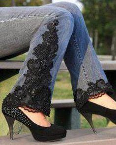 Cansou da velha calça? não descarte.A renda está em alta...aproveite para esconder um pequeno defeito, ou se a calça é muito justa alargar um pouco...