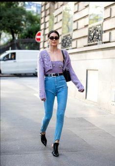 Street Style : Paris Fashion Week Womenswear Spring Summer 2020 : Day Five Imág - Daily Fashion Looks Com Jeans Skinny, Skinny Jeans, Daily Fashion, Fashion News, Fashion Shoot, Fashion Styles, Women's Fashion, Boyfriend Jeans, Pantone