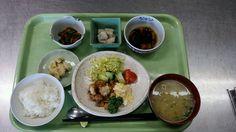 4月2日。チキン南蛮、かぼちゃとひじきの煮物、いんげんと人参のおかか、白菜の味噌汁、バナナでした!646カロリー、たんぱく質27、塩分3.2でした♪