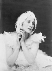 Anna Pavlova, the Russian ballerina, who brought a more traditional feel to classical ballet. Anna Pavlova, Russian Ballet, Russian Art, Ballet Class, Ballet Dance, Ballet Art, Ballet Russe, Vintage Ballet, Nureyev