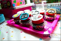 Cool 80's cupcakes.