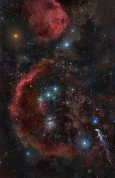 Sh 2-276 - Barnard's Loop is an emission nebula in the constellation of Orion. It is part of the Orion Molecular Cloud Complex which also contains the dark Horsehead and bright Orion nebulae. The loop takes the form of a large arc centred approximately on the Orion Nebula. The stars within the Orion Nebula are believed to be responsible for ionizing the loop.