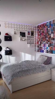 Cute Bedroom Decor, Bedroom Decor For Teen Girls, Room Design Bedroom, Teenage Room Decor, Room Ideas Bedroom, Bedroom Ideas For Small Rooms, Pinterest Room Decor, Neon Room, Indie Room