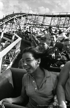 35 Stunning Black and White Photographs of Daily Life in Coney Island from the 1940s-50s